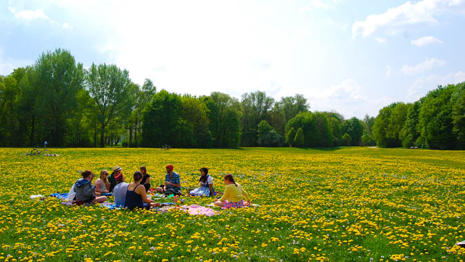 Students and mentors in Munich's English Garden